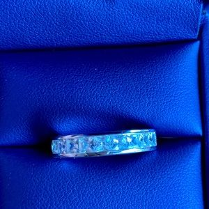 Certified 1.25 ct Mossainte ring. 14 kt WG